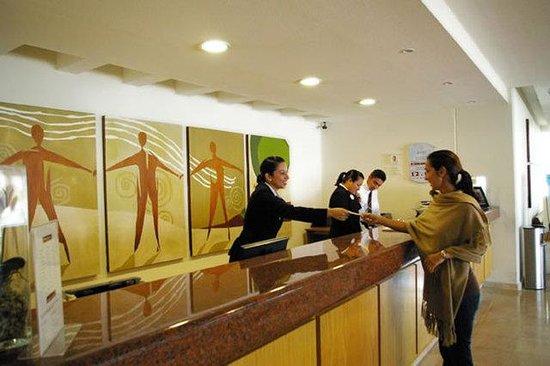 Rivoli Select Hotel: Lobby View
