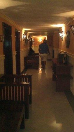 The MT Hotel : Hallway