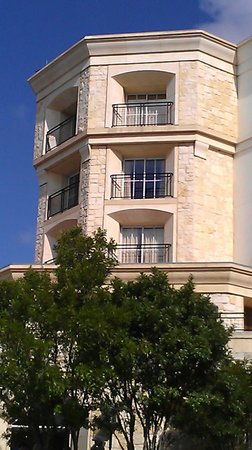 La Cantera Hill Country Resort:                   outer view of step out balcony