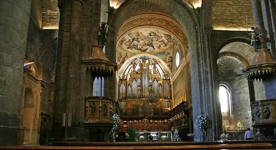 Catedral de Jaca:                   Painting over the altar