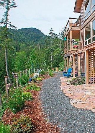 Bowen Island Hideaway: Guest patio areas.