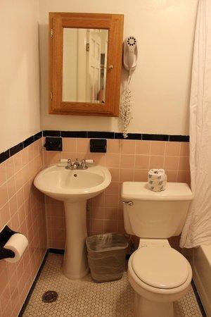 The Clay Hotel: El baño de nuevo... 