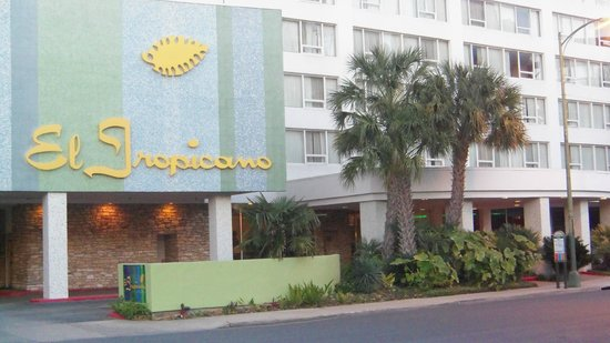El Tropicano Riverwalk Hotel: Outside view