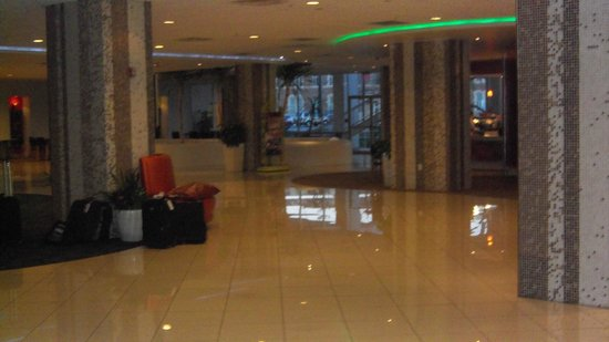 El Tropicano Riverwalk Hotel: Lobby view