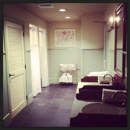 The Spa at Boar's Head: Locker Room