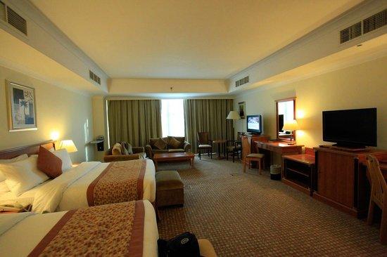 Anwar Al Madinah Movenpick Hotel : Elegant room..