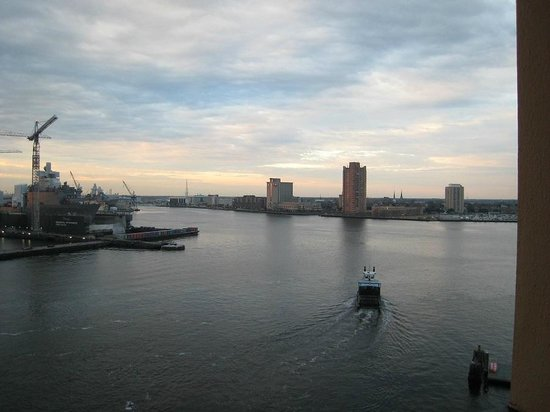Sheraton Norfolk Waterside Hotel: view from balcony in my room