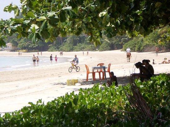 Quarta Praia : la madre de los niños vendía ensalada de frutas y refrescos