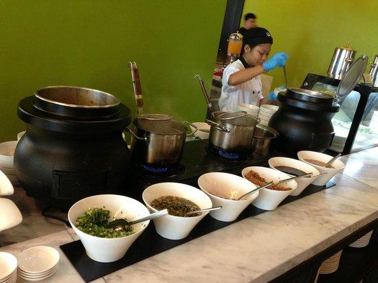 Hatten Hotel Melaka: Try the wanton soup here