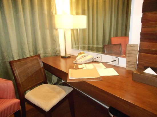 The Cocoon Boutique Hotel:                   Desk