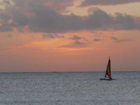 Cape Santa Maria Beach Resort & Villas: Sunset sail