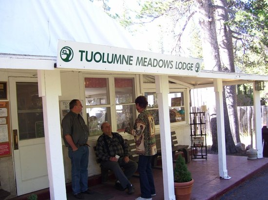 Tuolumne Meadows Lodge: Lodge registration and restaurant  building