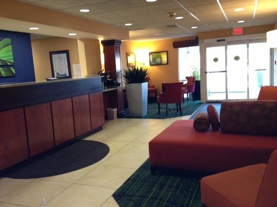Fairfield Inn & Suites Sandusky:                   The lobby- nice sitting areas, fresh and fun decor!