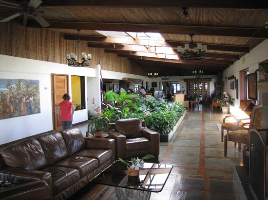 Villa Blanca Cloud Forest Hotel and Nature Reserve: Main Lobby - internet available here