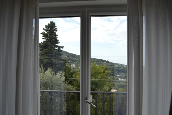 Hotel Villa Ceselle: From bed - Look to the right and see the sea!
