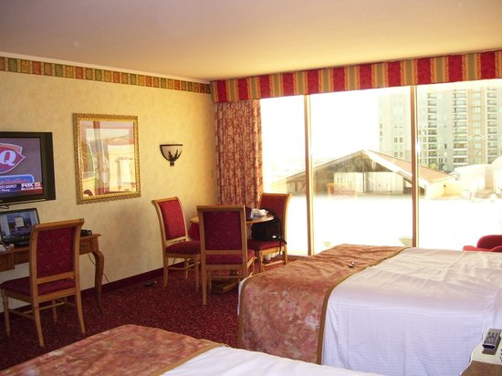 Suncoast Hotel and Casino : Suncoast Resort room, facing city and mountains