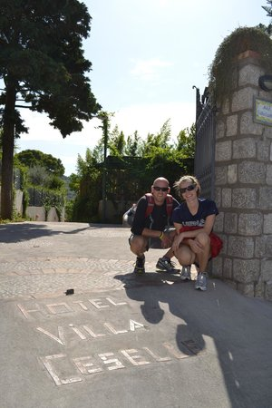 Hotel Villa Ceselle: Me with crazy hair after hiking to Villa Jovis - at entrance to B&B with name in front