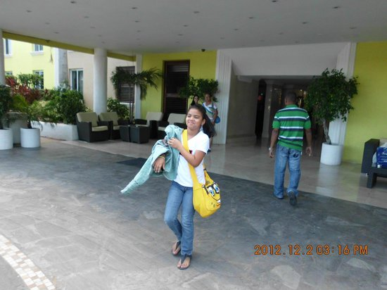 بريكيل باي بيتش كلوب آند سبا: en la entrada del hotel 