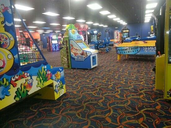 Coco Key Hotel and Water Park Resort:                   complete game room