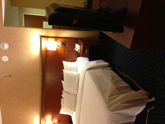 Courtyard by Marriott Nashua: Bed