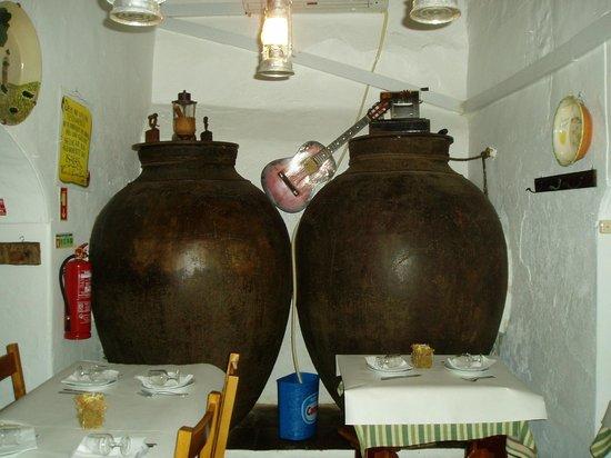 Adega do Isaías: Wine amphoras