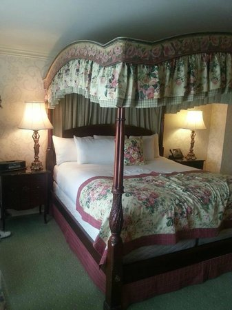 Prince of Wales:                   Traditional King room