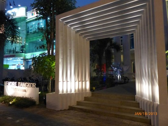 Memoire d' Angkor Boutique Hotel:                   Hotel entrance arch