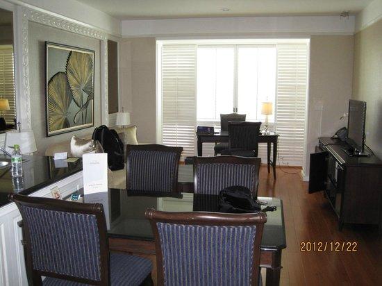 جراند سنتر بوينت هوتل آند ريزيدنس: Room view from the kitchen side