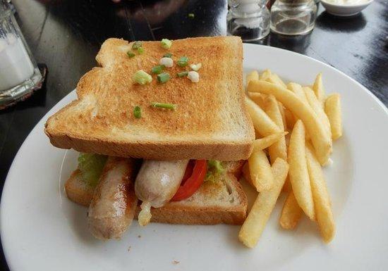 Delish Cafe: Our latest visit, horrible sandwich - boiled sausage