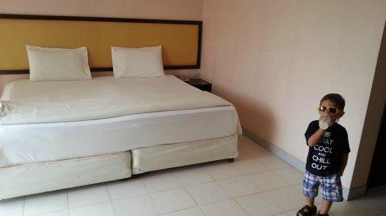 Nice Beach Hotel :                   Bed