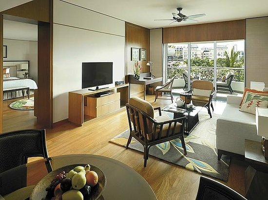 Shangri-La Hotel, Singapore : Garden Wing One-Bedroom Suite - Living Room