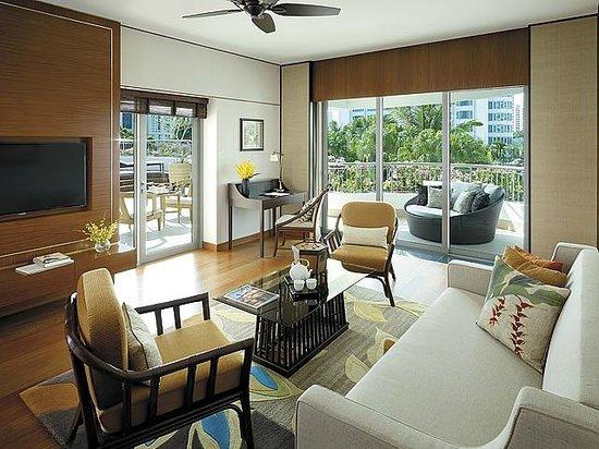 Shangri-La Hotel, Singapore: Garden Wing Premier Balcony Suite - Living Room