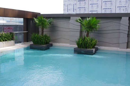 F1 Hotel Manila:                   F1 Best Western Fort Bonifacio Global City pool area