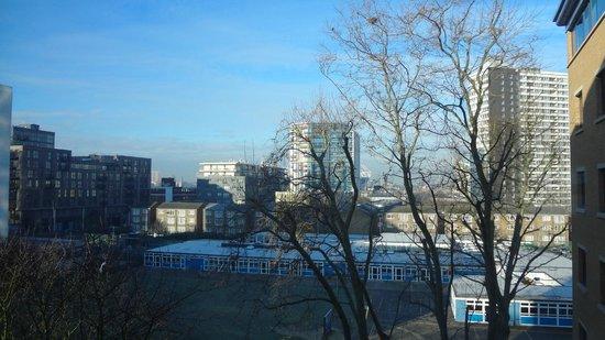 هوليداي إن إكسبريس لندن - ستراتفورد:                   View from the room                 