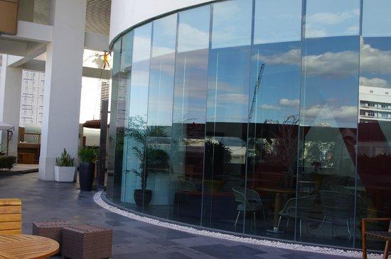 F1 Hotel Manila:                   F1 Best Western Fort Bonifacio Global City dining exterior