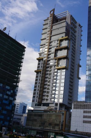 F1 Hotel Manila:                   F1 Best Western Fort Bonifacio Global City streetside