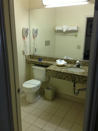 Travelodge Santa Monica: bathroom