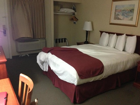 Travelodge Santa Monica: comfy bed
