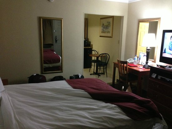 Travelodge Santa Monica: room, breakfast nook/table in back