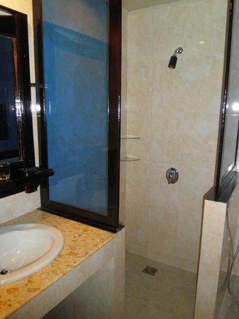 Angkor Pearl Hotel: Bathroom