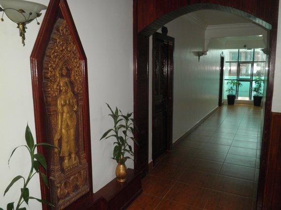 Angkor Pearl Hotel: Hotel corridor
