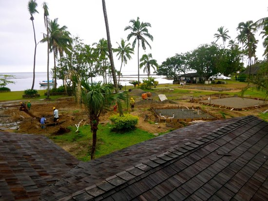 Naviti Resort:                   Slow construction site next to the pool