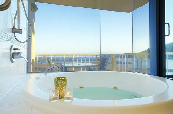 at Whitsunday Vista Resort: Bayview Spa Suite