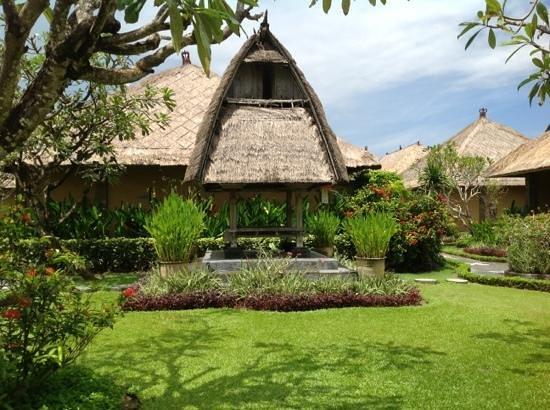 Matahari Terbit Bali Deluxe Bungalows:                   территория отеля