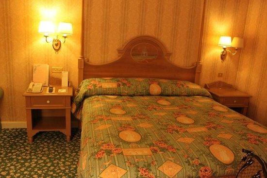 Disneyland Hotel: tiring standard room