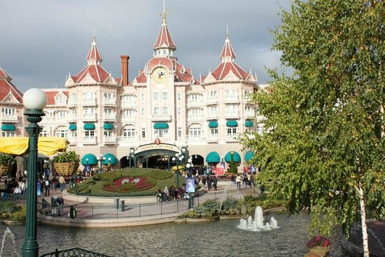 Disneyland Hotel: Hotel next to theme park