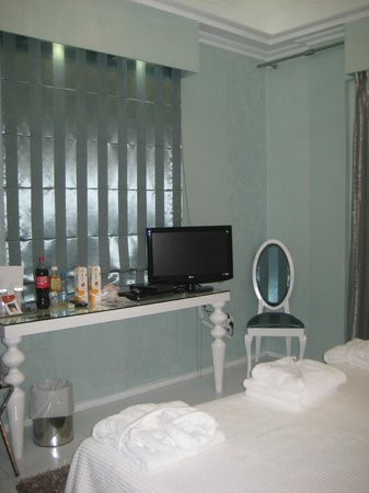 Athens Diamond Homtel:                   Room