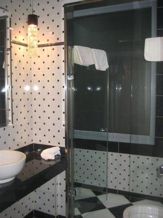 Athens Diamond Homtel:                   Bathroom