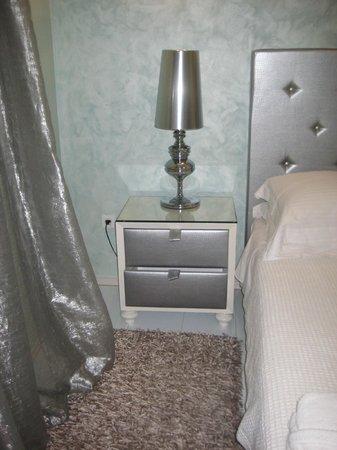 Athens Diamond Homtel:                   Room
