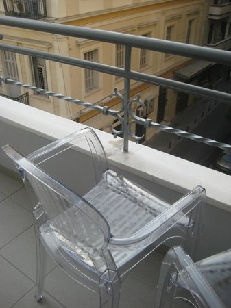 Athens Diamond Homtel:                   Balcony with chair
